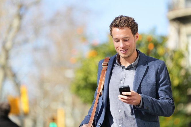 BYOD - Cloud Phone System: Mobile employee walking