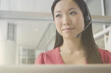 A customer service representative who provides an omnichannel customer experience.