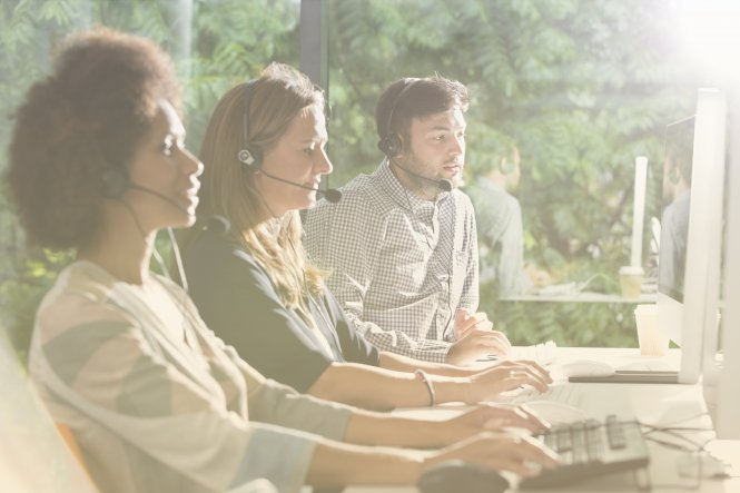Contact center customer service workers use cloud contact center solutions.