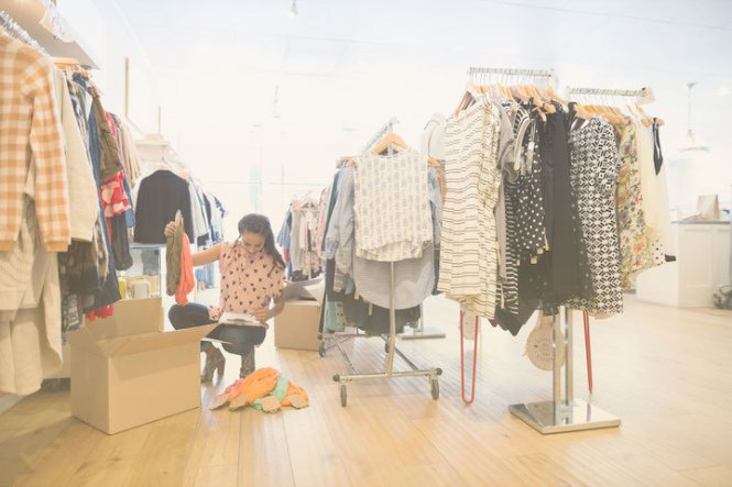 A retailer uses product video marketing to provide personal shopping for customers