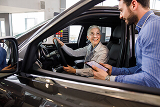 A car sales transaction helped along by omnichannel contact center technology is completed