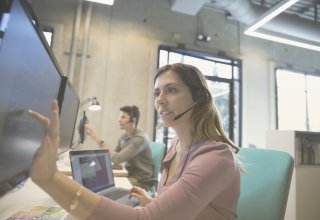 Contact center representative uses multiple sources for effective communication with customers