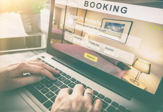 Person wanting good hospitality customer experience while booking a hotel online